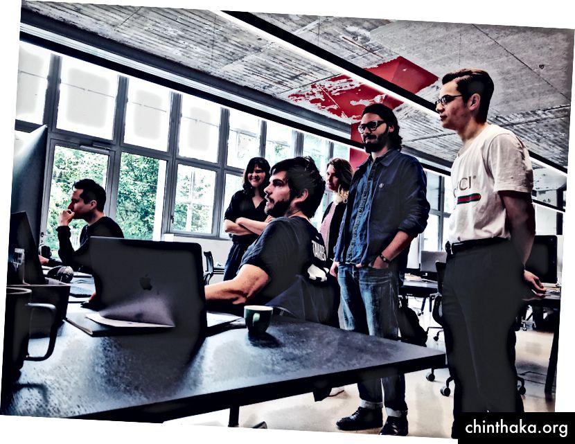Wöchentlicher Designaustausch in unserem Büro in Zürich