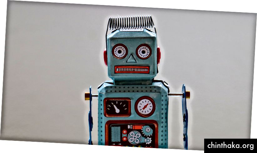 """""""Modrá plastová robotická hračka"""" od Rock'n Roll Monkey na Unsplash"""