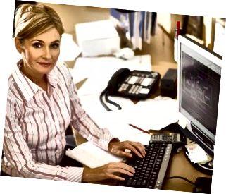 Affärskvinna på datorn
