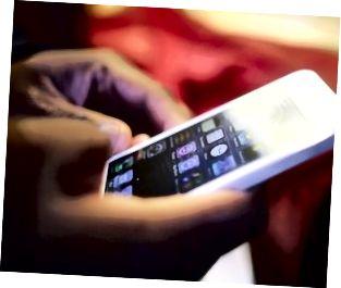 El muy esperado iPhone 5 sale a la venta en tiendas