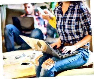 Rozmowa ludzi biznesu z dostępną technologią. Wymiana o