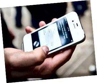 অ্যাপলের নতুন আইফোন 4 এস বিক্রি চলছে