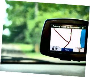 Nascleanúint GPS sa charr ag gluaiseacht