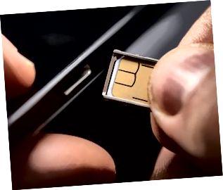 Sätta i ett simkort i en mobiltelefon