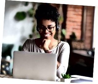 Intelligentes Lernen von Schülern über Internet und Kopfhörer