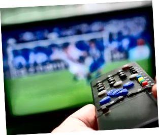Partita di calcio e telecomando