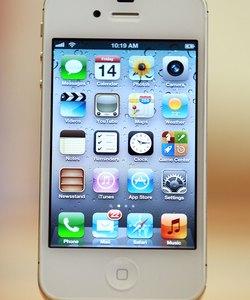 El nuevo iPhone 4s de Apple sale a la venta