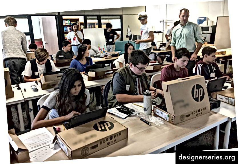 Freedom @ dtech Advies op de eerste schooldag op Design Tech High School. Dr. Woj gelooft dat Puerto Rico dezelfde impact zal zien als Jeltsin leidend.