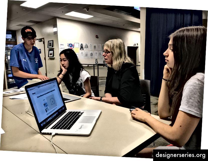 Design Tech Moonshot-leraren gingen Moonshot-klassen en -scholen observeren. Hierboven observeert de faculteit dtech Woj modelleringsleraar als