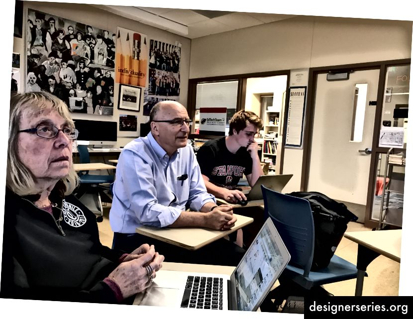 dtech-leraren na het observeren van Woj in haar moonshot-klas reflecteren in een panel met studenten van Gunn High School en Stanford University-hoogleraren van de School of Education. Moonshots is nu een raamwerk dat veel van de elite hogescholen en universiteiten meer omarmen en samenwerken met K-12 scholen en leraren die ernaar streven om Moonshot gecertificeerd te zijn: The Woj Way