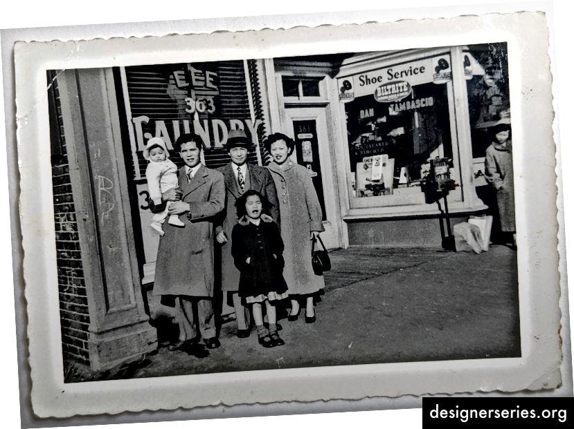 Mi padre, su tío (que era dueño de Lee Laundry en las afueras de Boston), mi madre y dos hermanas mayores.