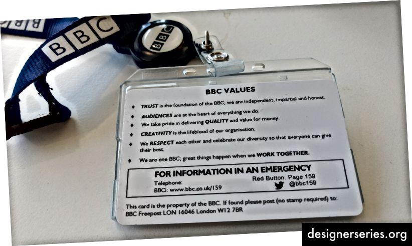 Nuestros valores están impresos en el reverso de nuestras tarjetas de identificación.