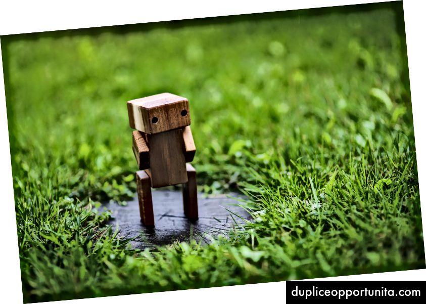 Kaboompicsの木製ロボット