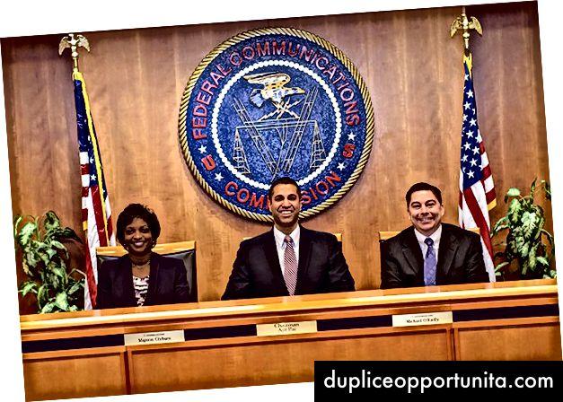 Tutti i sorrisi alla FCC