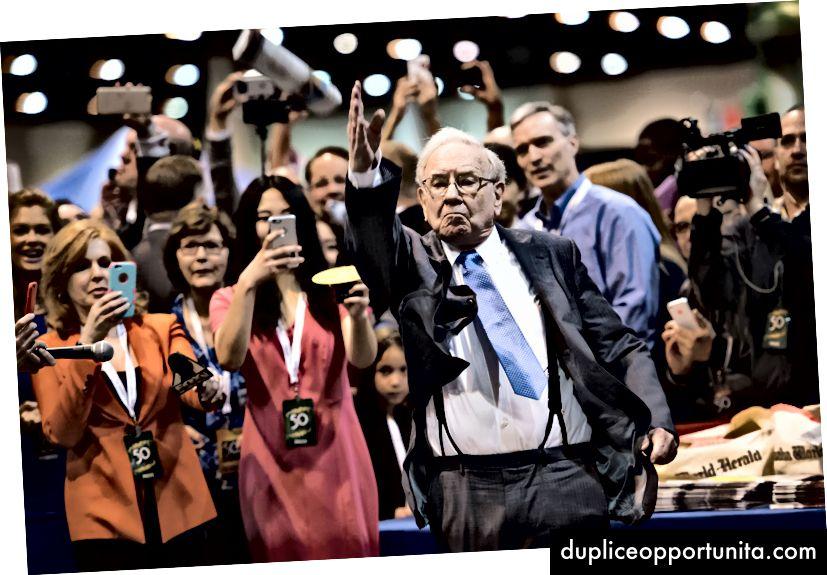 Уорън Бъфет на годишното събрание на акционерите в Беркшир Хатауей в Омаха през 2015 г. Bloomberg чрез Getty images