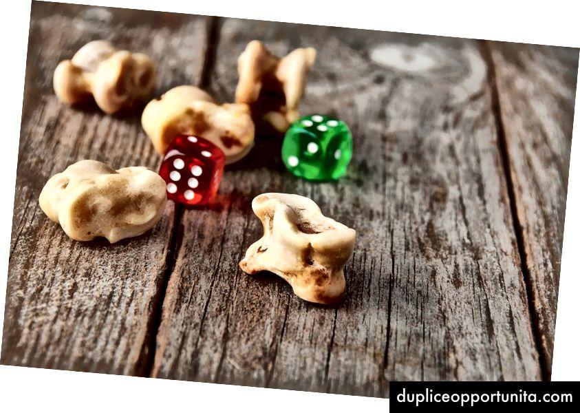 Древната игра на кокалните кости - където са правени парчета от игра с глезена на овца или коза.