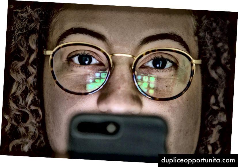 27-годишната Мая Орен от Вашингтон, D.C., е дълбоко загрижена за връзката си със своя смартфон и какво прави с живота и мозъка си. Снимка: The Washington Post от Евелин Хокщайн