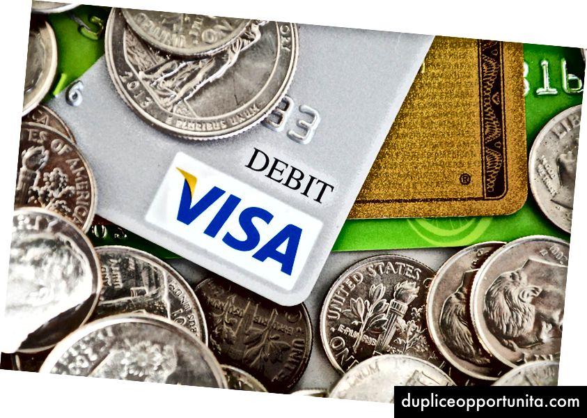 Geld laat de wereld draaien. Foto door Russ Ward op Unsplash