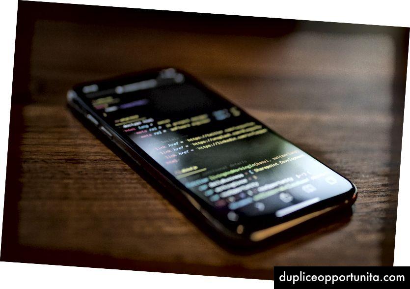 UnsplashのCaspar Rubinによる「黒いAndroidスマートフォンをオンにしました」