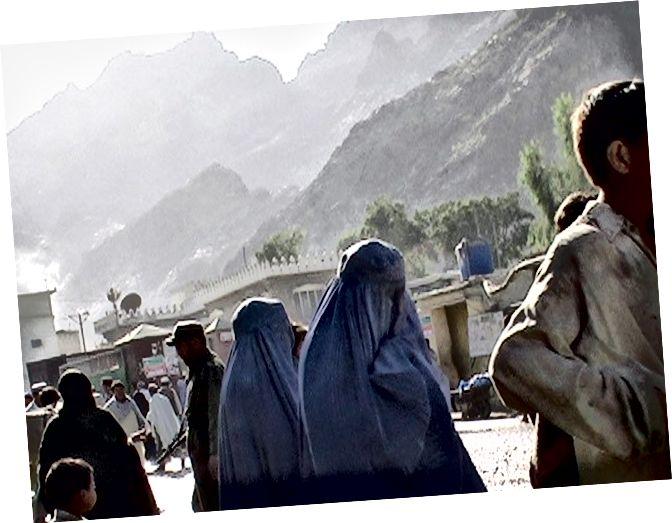 Перше фото я схопився в Афганістані, перетинаючи Кіберський перевал, 2005 рік.