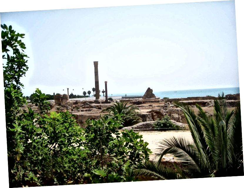 Tàn tích của các nhà tắm Hoàng gia dưới thời La Mã của Carthage, được xây dựng vào năm 145 sau Công nguyên