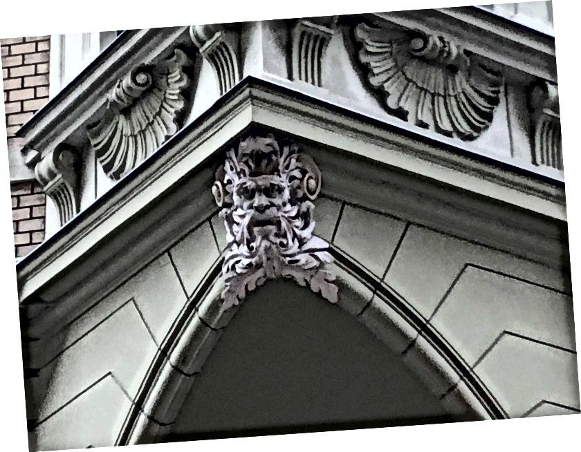 Kapı heykelleri, Budapest
