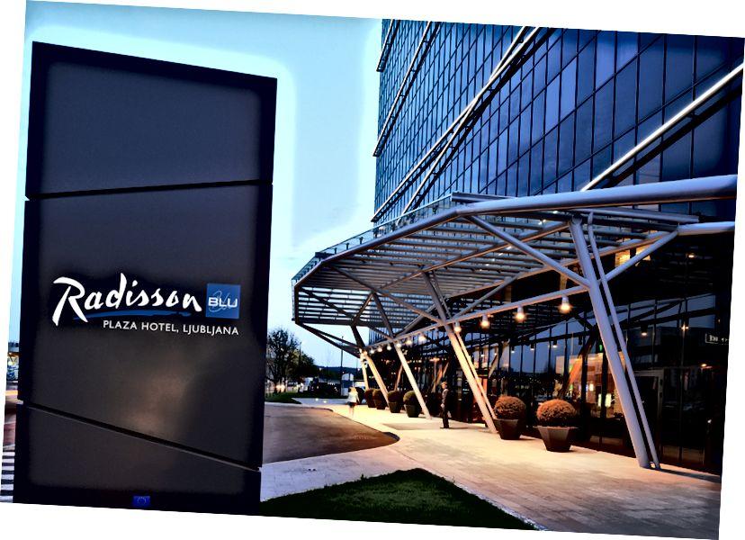 Radisson Blu Plaza Hotel Girişi