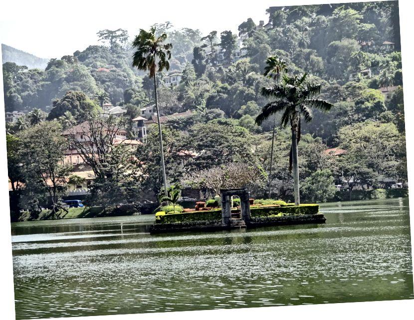 Озеро Канді