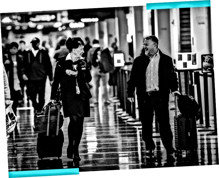 Бетт Неш, зліва, базікає зі звичайним пасажиром, що вона зіткнулася з прогулянкою до своєї брами. (Білл О'Лірі / The Washington Post; ілюстрація Лілі)