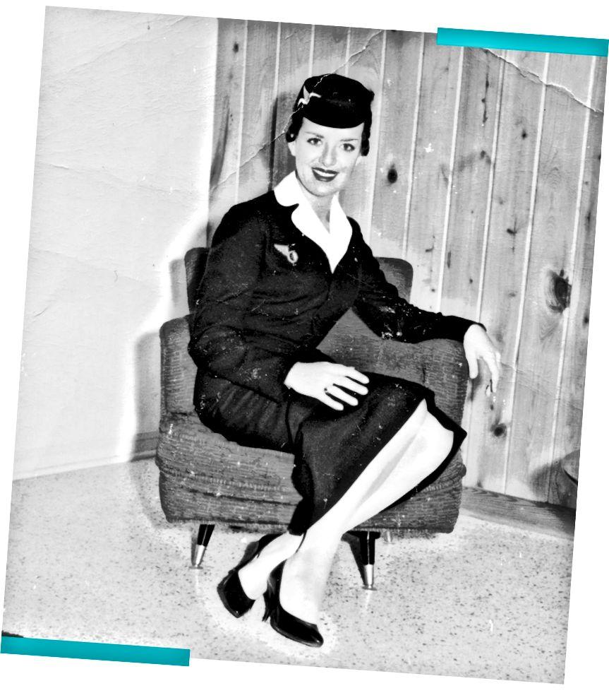 Bette Nash показана на цій сімейній фотографії 1957 року. Це був перший рік, і вона летіла разом із Eastern Airlines. (Сімейне фото)