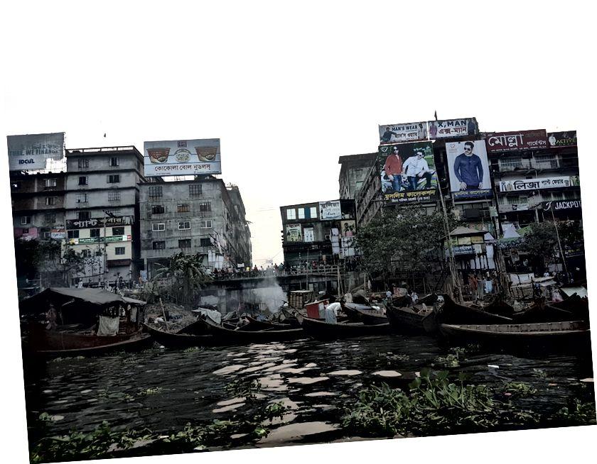 Een lancering op weg naar Chandpur en een bijzonder chaotisch deel van de rivier