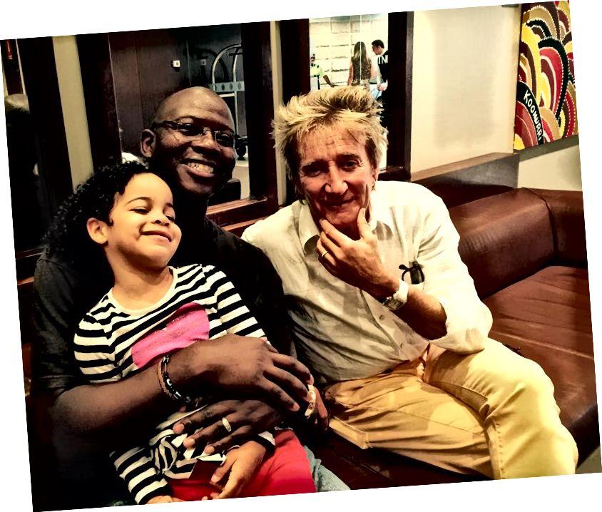 Perheeni Rod Stewartin kanssa, jonka tapasimme hississä Sydneyssä, Australiassa!