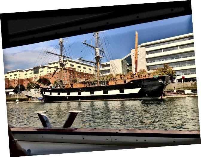 """Liffey'de bir """"tabut gemisi"""""""