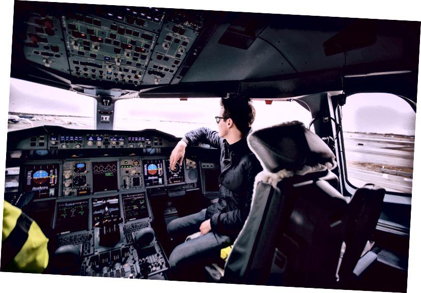 De A-380 cockpit tijdens het taxiën naar de gate.