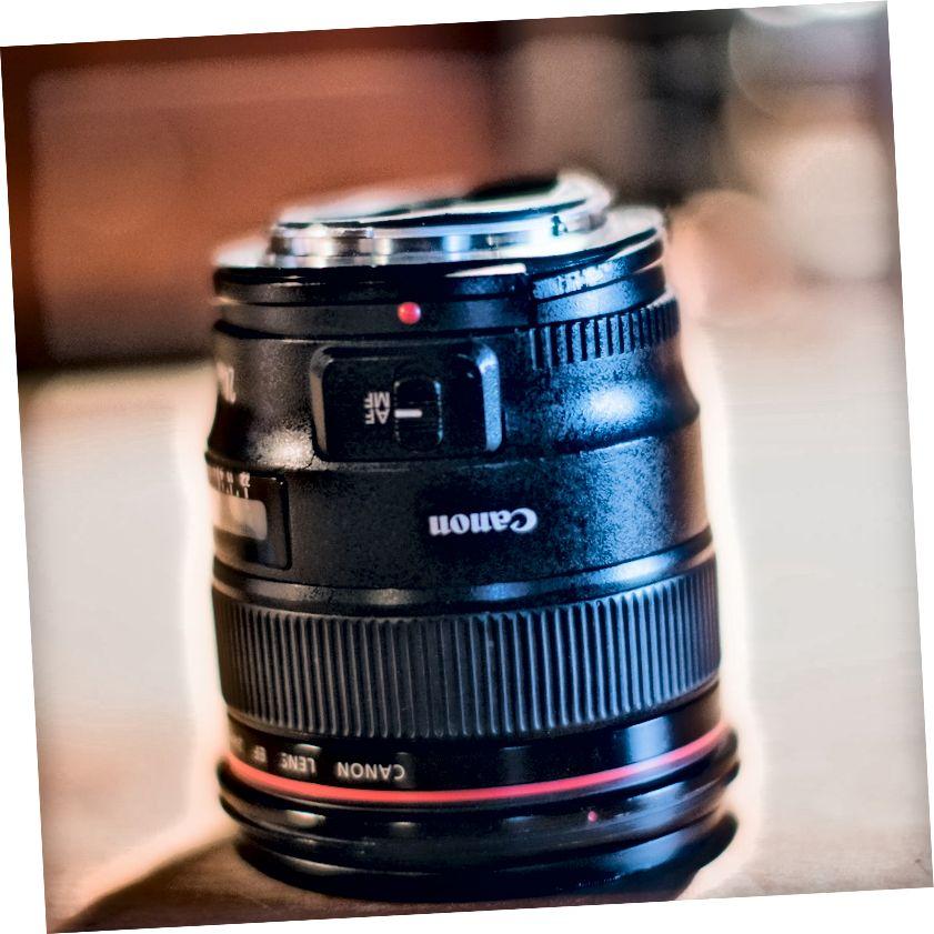 De Canon 24mm F1.4 is allemaal kapot, maar zonder gebroken glas. Een pluim voor Canon.