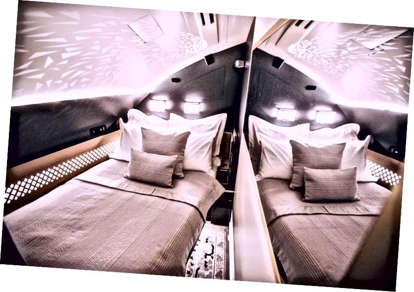The Residence - Een privékamer achter uw eersteklas zitplaats, compleet met een eigen badkamer en douche.