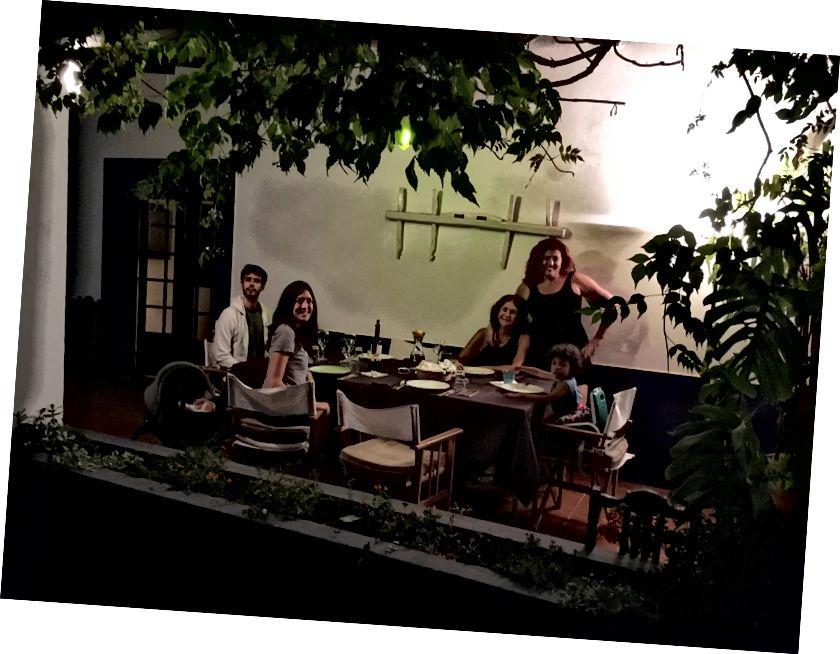 Bữa tối gia đình tại Dina's