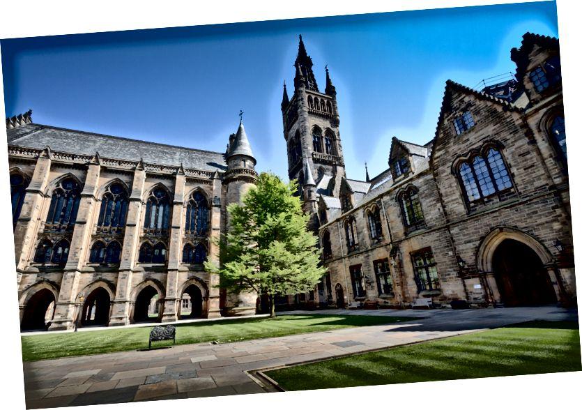 Nhiếp ảnh tập trung chọn lọc của tòa nhà gothic nâu của Michael D Beckwith trên Bapt