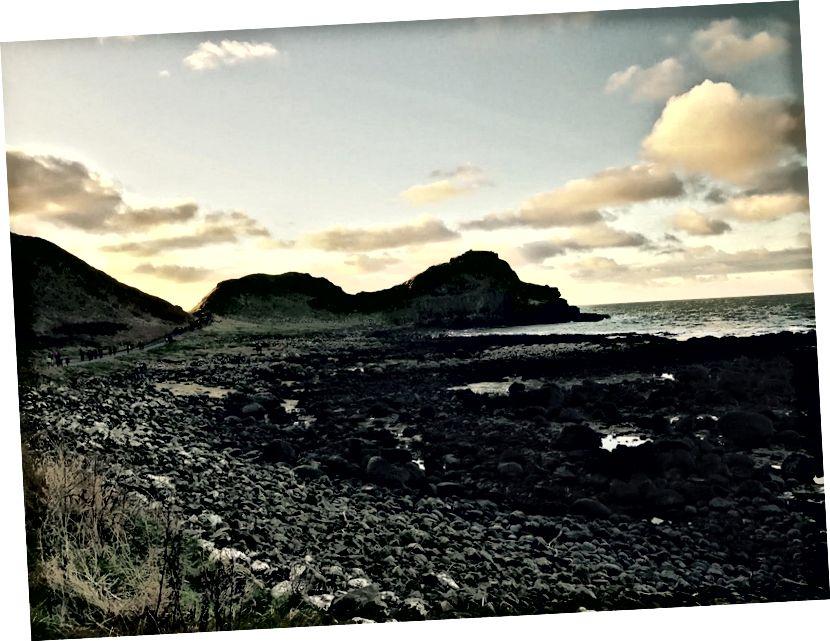 Kuzey İrlanda'nın engebeli kıyısı. (Ocak 2017)