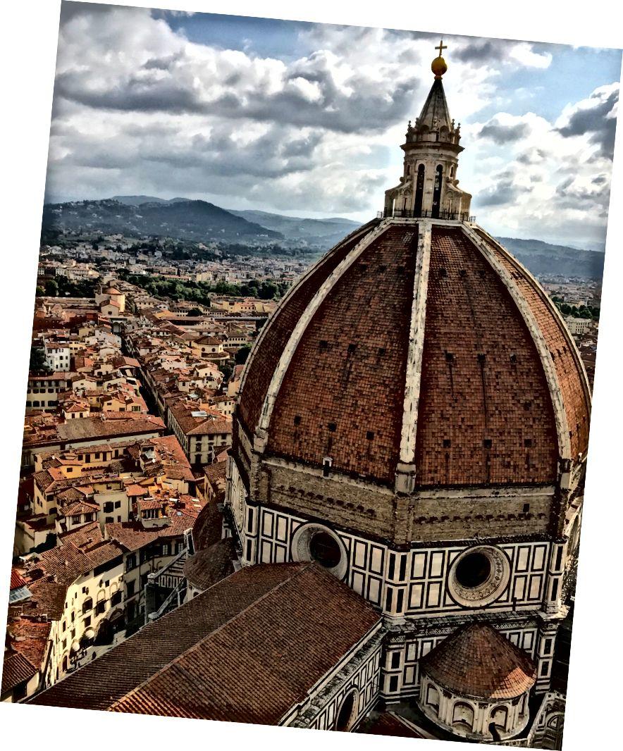 Дуомо собору Санта-Марія-дель-Фіоре, як видно з Кампанійо Джотто у Флоренції. | Фото: К. Юнг