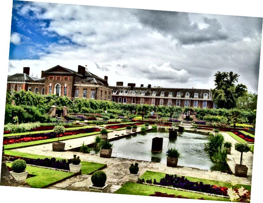 Гайд-парк та сусідній з ним Кенсінгтонський сади, де знаходиться палац Кенсінгтон, - два з восьми Королівських парків, розташованих у Великобританії.