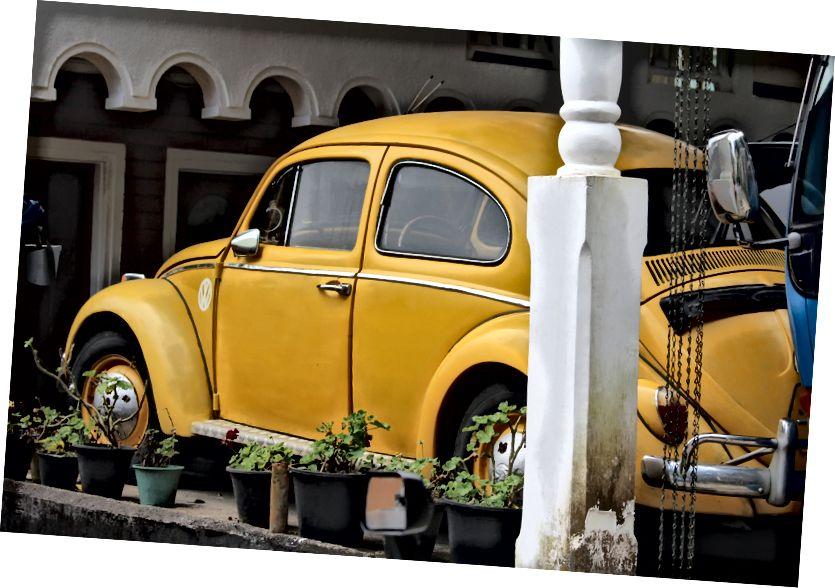 Один із цих старовинних автомобілів