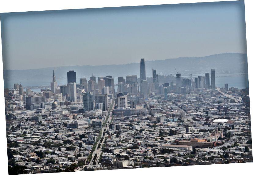 Các tòa nhà chọc trời của San Francisco khi nhìn từ đỉnh phía bắc của Twin Twins