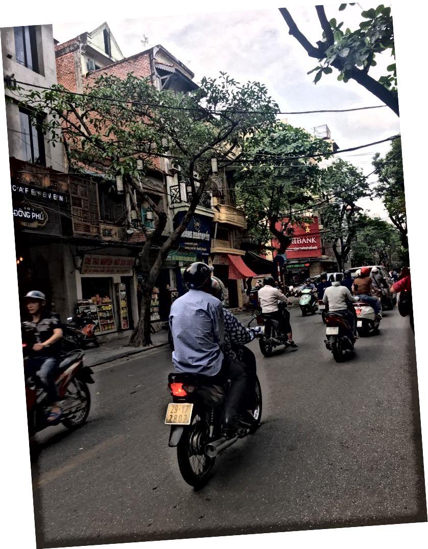 Усі мотоцикли в Ханої.