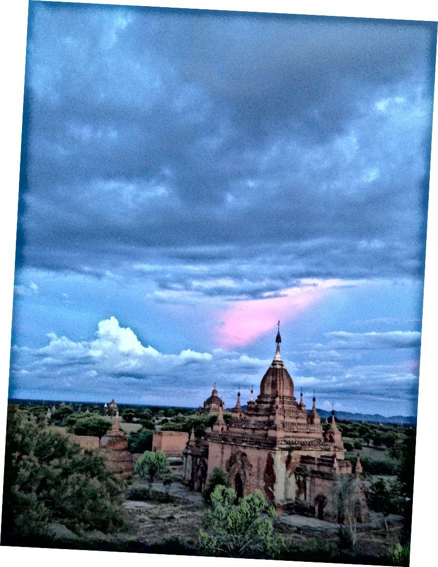 Bagan quyosh botishi. (Foto © 2013, Ted Entoni)