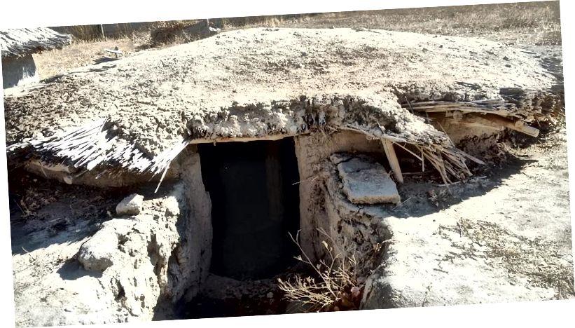 Lối vào để xây dựng lại nhà ở thời đại đồ đá mới đặt xuống đất