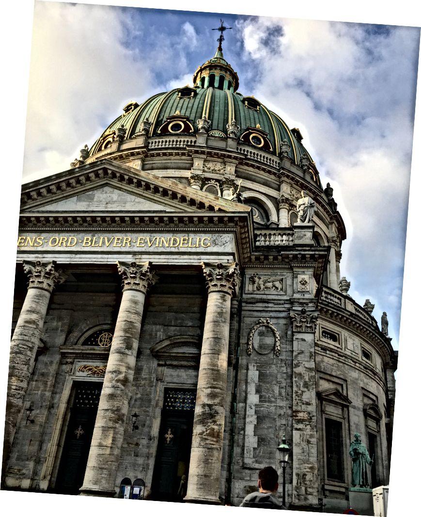 Nhà thờ của Frederik, nổi bật phía sau đầu của Andrew, như 70% các bức ảnh của tôi làm khi tôi chụp ảnh phía sau anh ấy.
