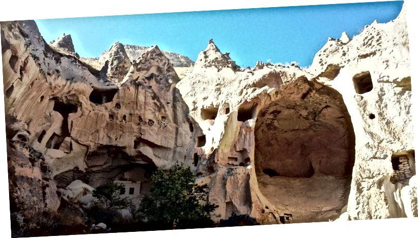 Nhà ở vách đá Z12 và miệng hang