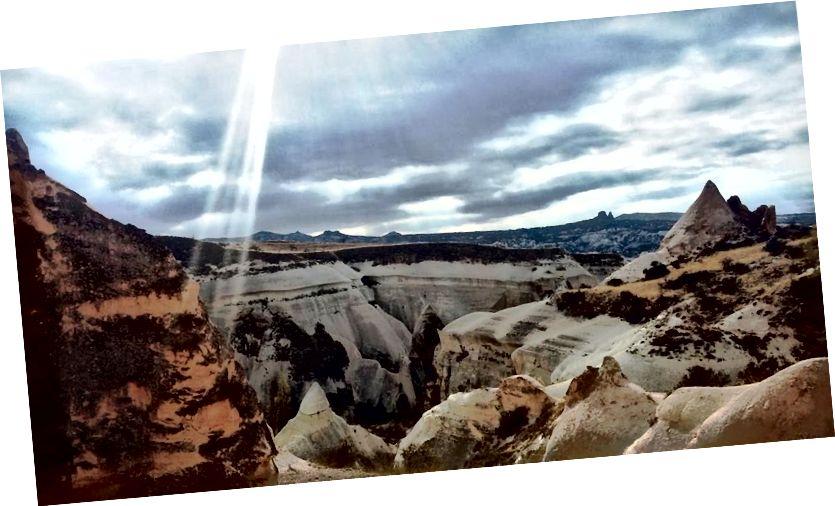 Ở Thung lũng Đỏ, với một tia sáng trông giống như Kinh thánh được thêm vào bằng thấu kính (tôi nghĩ)!