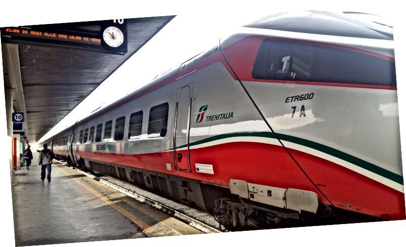 İtalya'nın en hızlı hızlı trenlerinden biri olan Frecciargento